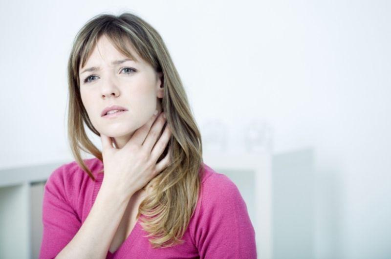 Nódulos en la garganta: causas, síntomas y tratamientos