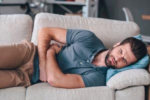 Dolor de estómago después de comer. ¿Qué es y cómo se trata la dispepsia?