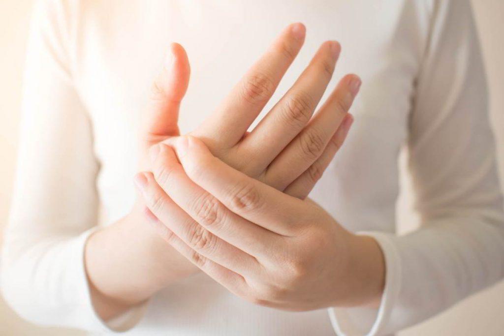 Qué es la osteoporosis: síntomas frecuentes y cómo tratarlos