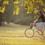 Imagen de una mujer en bicicleta