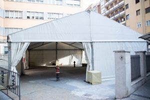 El Hospital Recoletas Felipe II instala una carpa en su exterior para la seguridad de pacientes y acompañantes