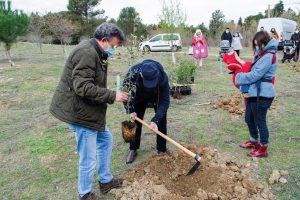 Recoletas celebra el Día del Padre con una plantación de árboles en Fuente el Sol