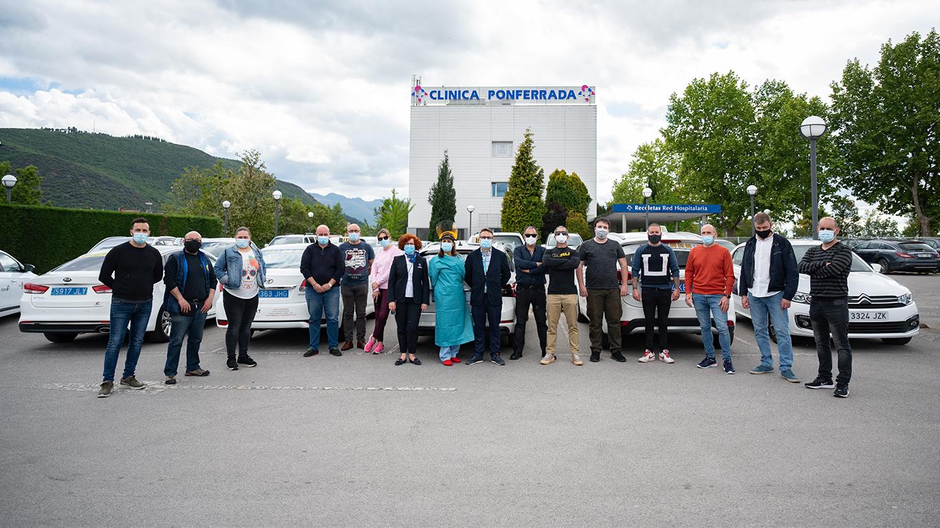 Clínica Ponferrada realiza un cribado de antígenos gratuito al colectivo de taxistas.